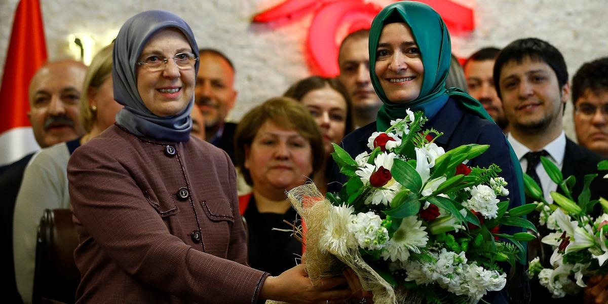 65. Hükümette Aile ve Sosyal Politikalar Bakanlığına getirilen Fatma Betül Sayan Kaya (sağda), görevi Sema Ramazanoğlu'ndan (solda) devraldı. ( Mehmet Ali Özcan - Anadolu Ajansı )