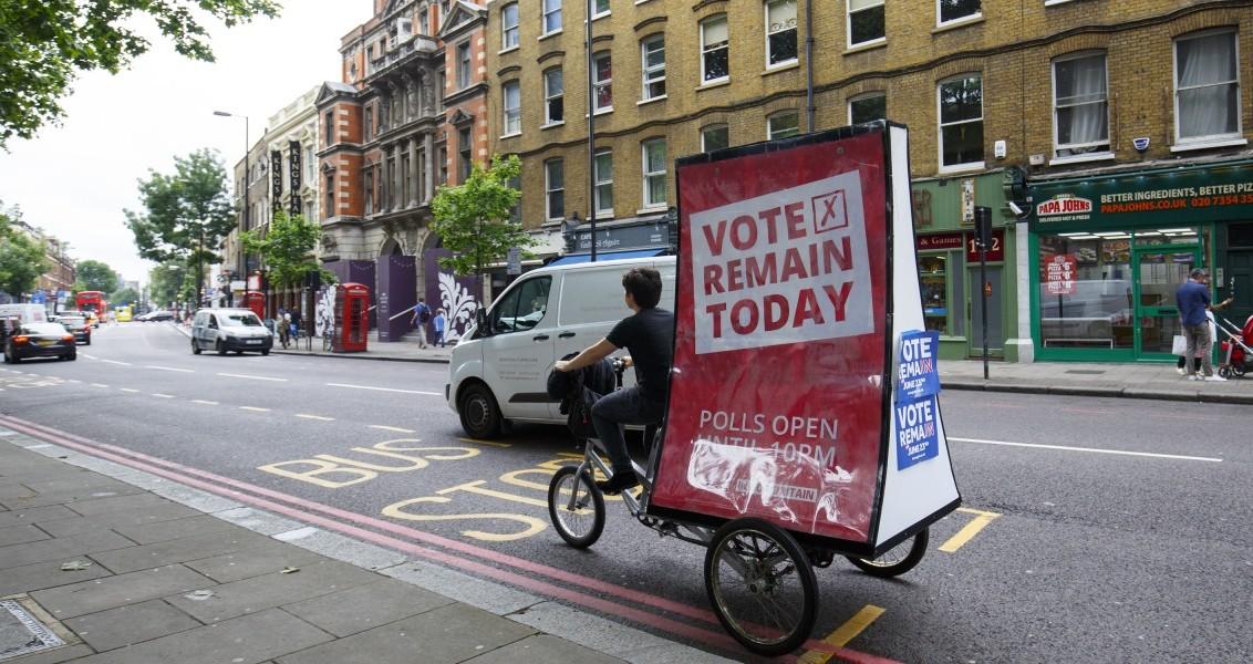 Birleşik Krallık'ın Avrupa Birliği'nden (AB) çıkıp çıkmamasını belirleyecek referandumda seçmenler başkent Londra'da oy kullanmaya başladı. İngiltere, Galler, İskoçya ve Kuzey İrlanda'dan oluşan Birleşik Krallık'ın AB üyeliğinin oylandığı referandumda, oy verme işlemi yerel saatle 07.00'de (TSİ 09.00) başladı. Sandıkların saat 22.00'de (TSİ 00.00) kapanacağı referandumda, sonucun cuma sabahı netleşmesi bekleniyor. ( Tolga Akmen - Anadolu Ajansı )