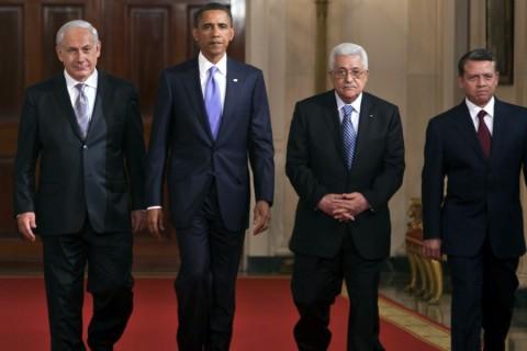 (SOLDAN SAGA): ISRAIL BASBAKANI BENYAMIN NETANYAHU, ABD BASKANI BARACK OBAMA, FILISTIN YONETIMI DEVLET BASKANI MAHMUD ABBAS VE URDUN KRALI II. ABDULLAH, DUN TUM GUN BOYUNCA SUREN GORUSMELERINDEN SONRA, BEYAZ SARAY'DA BASIN-YAYINA ORTADOGU BARIS GORUSMELERI HAKKINDA BILGI VERMEYE HEP BIRLIKTE GELDI. ORTADOGU ULKELERI LIDERLERI BUGUN DE ABD DISISLERI BAKANI HILLARY CLINTON ILE BIRLIKTE TOPLANACAK. (ANADOLU AJANSI - EPA/JIM LO SCALZO) (20100902)