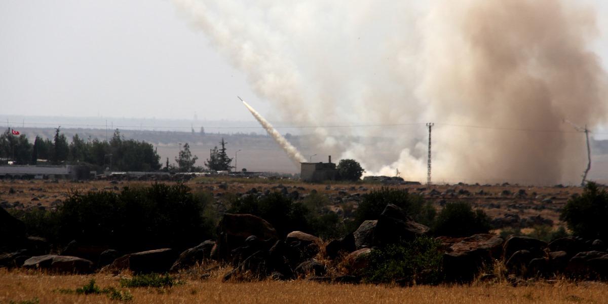 Fırat Kalkanı Harekatı kapsamında 52 DEAŞ ve 70 PKK/PYD terör örgütü hedefi vurularak manevra kabiliyetinden yoksun bırakıldı. ( Rıdvan Korkulutaş - Anadolu Ajansı )
