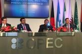 Avusturya'nın başkenti Viyana'da Petrol İhraç Eden Ülkeler Örgütü (OPEC) 171. Olağan Toplantısı düzenlendi. Toplantı sonrasında alınan kararları Katar Enerji ve Endüstri Bakanı ve OPEC Konferans Dönem Başkanı Mohammed bin Salih es-Sede (sol 2)  ve OPEC Genel Sekreteri Mohammad Sanusi Barkindo (sağ 2)  açıkladı. ( Aşkın Kıyağan - Anadolu Ajansı )