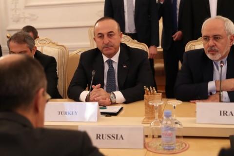 Rusya'nın başkenti Moskova'da, Halep'teki durum başta olmak üzere Suriye konusunun değerlendirileceği Türkiye-Rusya-İran üçlü dışişleri bakanları toplantısı yapıldı. Toplantıya Dışişleri Bakanı Mevlüt Çavuşoğlu, İran Dışişleri Bakanı Cevad Zarif ve Rusya Dışişleri Bakanı Sergey Lavrov katıldı. ( Fatih Aktaş - Anadolu Ajansı )