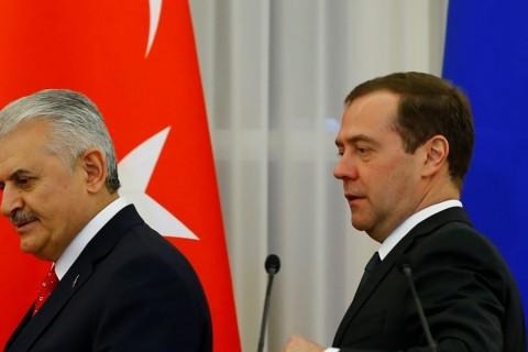 Başbakan Binali Yıldırım, Rusya'ya gerçekleştireceği resmi ziyarette Rus mevkidaşı Dimitri Medvedev ile bir araya  geldi. Yıldırım ve Medvedev görüşmenin ardından ortak basın toplantısı düzenledi.  ( Sefa Karacan - Anadolu Ajansı )