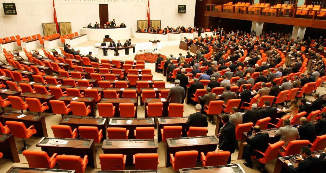 Fesih Tartışmaları ve Cumhurbaşkanı'nın TBMM Seçimlerini Yenilemesi