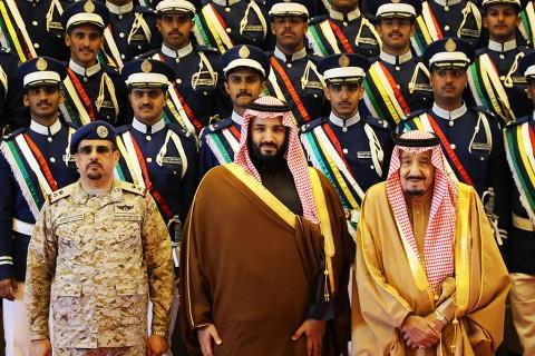 Suudi-Arabistan-Veliaht-Prensi-Muhammed-bin-Selman-ve-Kral-Selman-Suud-Hava-Kuvvetleri-Okulunda