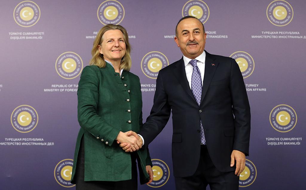 Dışişleri Bakanı Mevlüt Çavuşoğlu (sağda), Avusturya Dışişleri, Avrupa ve Uyum Bakanı Dr. Karin Kneissl (solda) ile ortak basın toplantısı düzenledi.