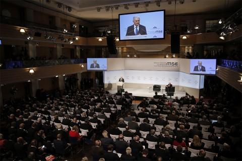 Almanya'nın başkenti Münih'te bulunan Bayerischer Hof otelinde, bu yıl 54'üncüsü gerçekleştirilen Uluslararası Münih Güvenlik Konferansı düzenlendi. Başbakan Binali Yıldırım (fotoğrafta) konferansta bir konuşma yaptı.