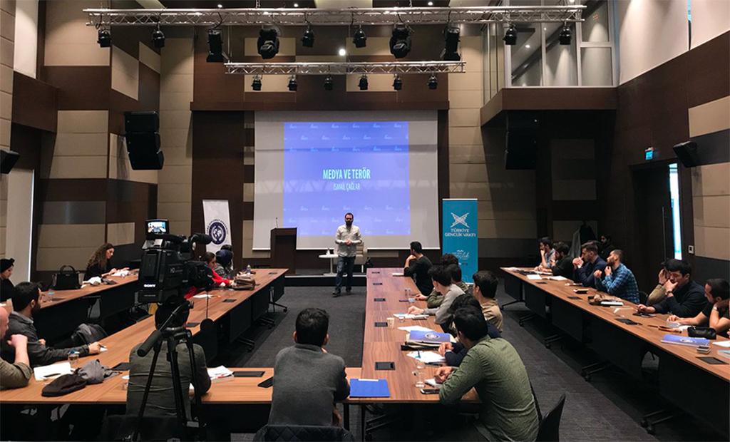 TÜGVA Genç Diplomat Akademisi'nin 3. Haftasında SETA Toplum ve Medya Direktörü İsmail Çağlar programı