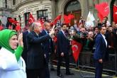 Cumhurbaşkanı Erdoğan, İngiltere ziyareti boyunca konaklayacağı otele gelişinde Türk vatandaşları tarafından sevgi gösterileriyle karşılandı.