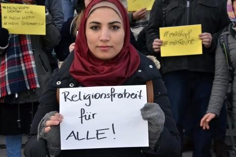 Avusturya2da başörtüsü yasağı protestosu