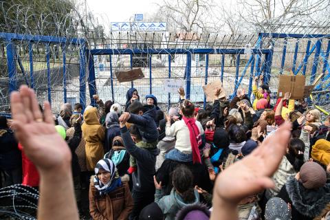 اللاجئون في انتظار فتح اليونان حدودها