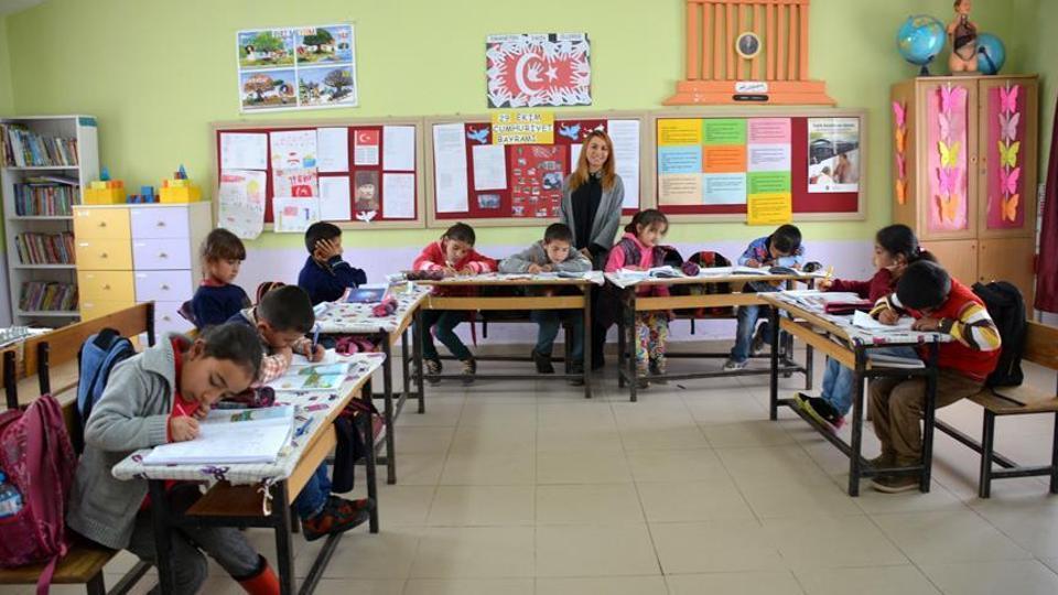 الأطفال السوريون في المدارس التركية