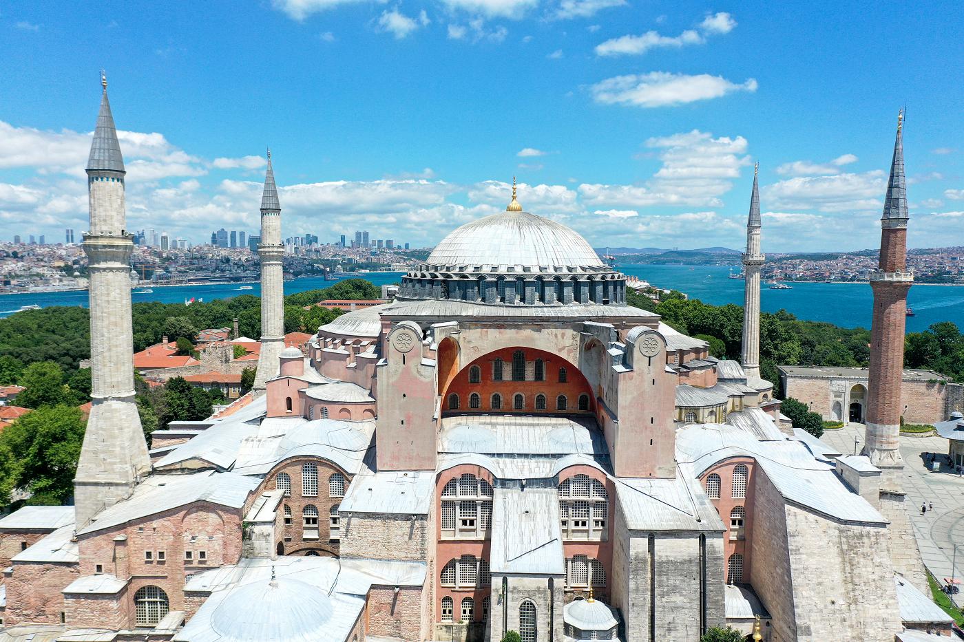 خمسة أسئلة: مسجد آيا صوفيا الكبير الشريف.. استرداد حق