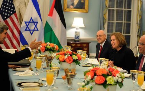 """Filistin'de Barışsız """"Barış Süreci"""""""
