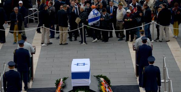 Şaron Ölse de Ayrımcılık Mirası Hepimizi Lekeliyor