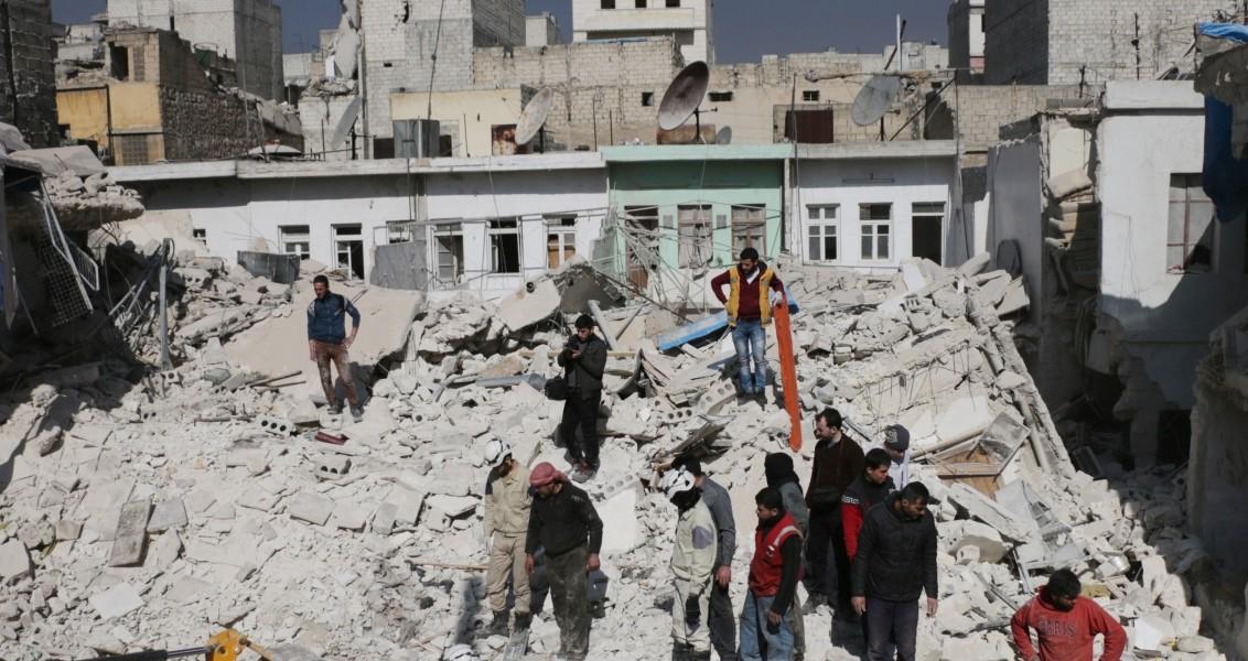 Rus ordusuna ait savaş uçaklarının Halep'te yönetim karşıtlarının kontrolünde yer alan Katranci mahallesinde yerleşim yerine yönelik düzenlediği hava saldırısı sonucu ölü ve yaralıların olduğu bildirildi.  Sivil savunma ekipleri ve bölge halkı, saldırı sonucu yıkılan evlerin enkazı altında kalan ölü ve yaralıları çıkarmaya çalıştı. ( Beha el Halebi - Anadolu Ajansı )