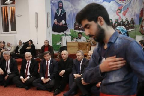 Başbakan Ahmet Davutoğlu, Erzincan'da  Hacı Bektaş Veli Anadolu Kültür Vakfı Erzincan Şubesi ve Cemevi'ni ziyaret etti. ( Halil Sağırkaya - Anadolu Ajansı )