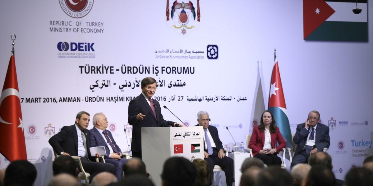 Başbakan Ahmet Davutoğlu, Dış Ekonomik İlişkiler Kurulu (DEİK) tarafından düzenlenen Türkiye-Ürdün İş Forumu'nda iş adamlarına hitap etti. ( Güven Yılmaz - Anadolu Ajansı )