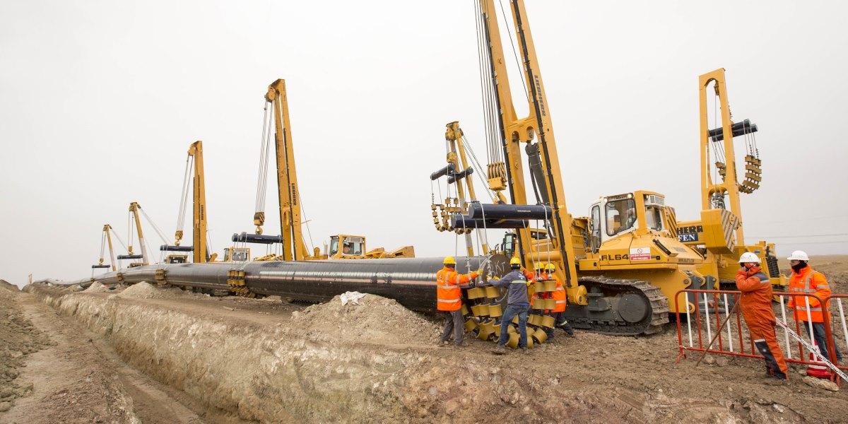Türkiye'nin arz güvenliği açısından kritik öneme sahip, Azerbaycan'dan Avrupa'ya doğalgaz taşıyacak Trans Anadolu Doğalgaz Boru Hattı Projesi'nde (TANAP), hattın Türkiye-Gürcistan sınırından başlayarak BOTAŞ'a gaz teslimatının yapılacağı Eskişehir çıkış noktasına kadar uzanan 56 inç çapındaki ve bin 334 kilometre uzunluğundaki ilk kısmında 480 kilometrelik boru kaynağı tamamlandı. ( TANAP - Anadolu Ajansı )