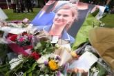 İngiltere'de silahlı saldırıya uğraması sonucu ağır yaralanan ana muhalefetteki İşçi Partisi'nin Milletvekili Jo Cox'un hayatını kaybettiği bildirildi. Cox'un seçim bölgesi Birstall Yorkshire'da hayatını kaybetmesinin ardından bazı vatandaşlar parlamento meydanında anma töreni düzenledi. ( Kate Green - Anadolu Ajansı )