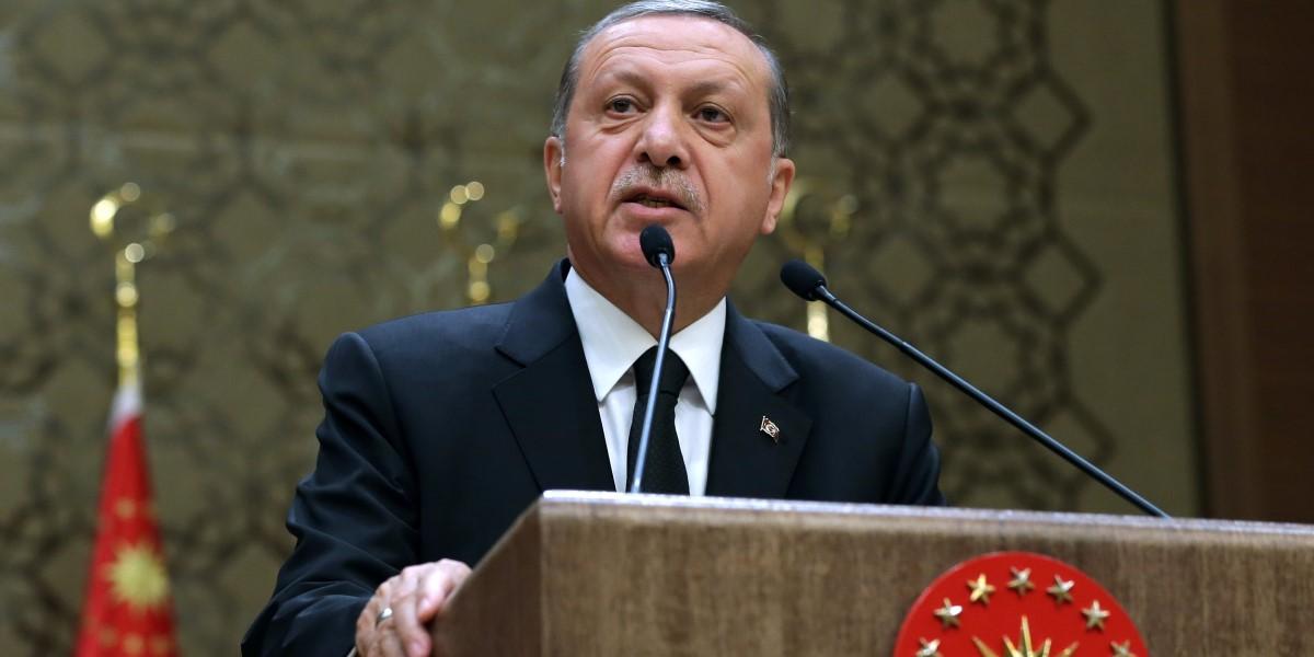 Cumhurbaşkanı Recep Tayyip Erdoğan, Cumhurbaşkanlığı Külliyesi'nde düzenlenen muhtarlarla iftar programına katılarak konuşma yaptı. ( Cumhurbaşkanlığı / Murat Çetinmühürdar - Anadolu Ajansı )