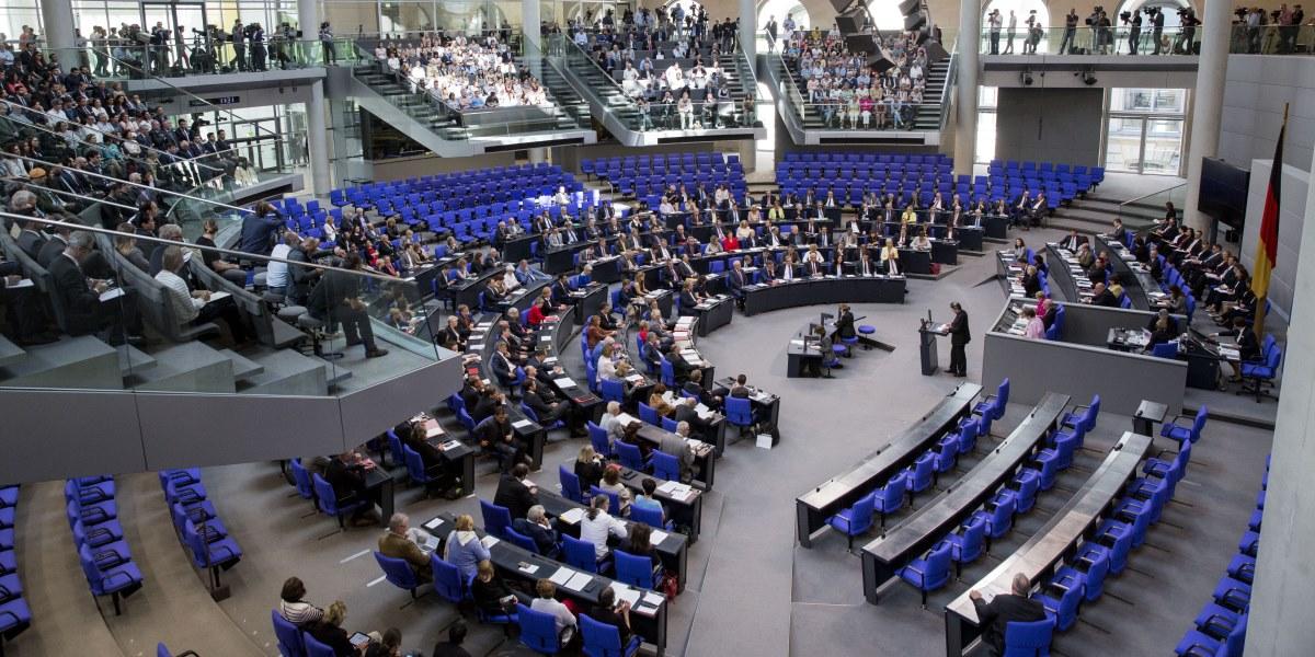 Alman Federal Meclisi (Bundestag), 1915 olaylarına ilişkin Ermeni iddialarını tanıyan karar tasarısını oy çokluğuyla kabul etti. İktidardaki koalisyon ortakları Hristiyan Demokrat Birlik Partisi (CDU), Hristiyan Sosyal Birlik Partisi (CSU) ve Sosyal Demokrat Parti (SPD) ile muhalefetteki Yeşiller Partisi tarafından hazırlanan karar tasarısına Sol Parti de destek verdi. Oylamaya CDU milletvekillerinin önemli çoğunluğunun katılmadığı görüldü. ( Mehmet Kaman - Anadolu Ajansı )