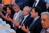 CHP Genel Başkanı Kemal Kılıçdaroğlu (sağ 3), CHP Zeytinburnu İlçe Teşkilatı'nca Zeytinburnu Adliye Meydanı'nda düzenlenen iftar programına katıldı. ( Berk Özkan - Anadolu Ajansı )