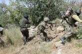 Şırnak'ta terör örgütü PKK mensuplarına yönelik operasyonun sona ermesinin ardından kent merkezinde arama tarama çalışmalarını sürdüren güvenlik güçleri teröristler tarafından mezarlığa yerleştirilen 6 el yapımı patlayıcıyı kontrollü şekilde imha etti. Güvenlik güçlerinin arama tarama çalışmaları sürüyor. ( Stringer - Anadolu Ajansı )