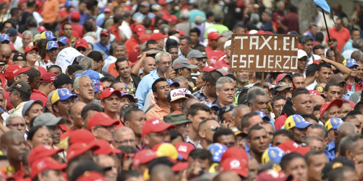 Venezuela Devlet Başkanı Nicolas Maduro, Venezuela'nın başkenti Caracas'ta Nakliye işçilerinin düzenlediği gösteriye katıldı.  ( Carlos Becerra - Anadolu Ajansı )