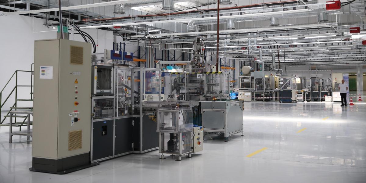 Otomotiv, tarım, enerji ve mobil iş makineleri için sızdırmazlık ürünleri tedarik eden Freudenberg Sealing Technologies'in 10 milyon avroluk yatırımla Bursa'da kurduğu fabrika açıldı.  ( Ali Atmaca - Anadolu Ajansı )