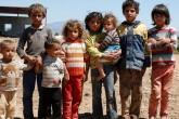İzmir'de farklı mesleklerden gönüllülerin Suriyeli sığınmacı çocuklara yardım için oluşturduğu grup, gıda, giyecek ve oyuncak yardımının yanı sıra çocuklarla oyun oynayarak onlara psikolojik destek vermeye çalışıyor. Aralarında sanatçı, öğrenci ve serbest meslek sahiplerinin bulunduğu Mülteci Çocuklara Destek Girişimi üyeleri, ülkesindeki savaştan kaçarak İzmir'e sığınan ve Torbalı, Menemen ve Foça gibi ilçelerde naylon çadırlarda yaşama tutunmaya çalışan Suriyelilere destek olmaya çalışıyor. Kendi çabalarıyla topladıkları gıda, giyecek ve oyuncak yardımlarını Suriyeli ailelere götüren grup üyeleri, yaşıtlarına sunulan bir çok imkandan uzak yaşayan Suriyeli çocuklarla birlikte oyunlar oynuyor. ( Mahmut Serdar Alakuş - Anadolu Ajansı )