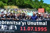 Bosna Hersek'e gelen Eyüplü yaklaşık 80 lise öğrencisi, Srebrenitsa soykırımında kayıp 127 kişinin cenaze törenine katıldı. Ailelerle bir araya gelen ve onların acılarını dinleyen öğrenciler, katliamda yakınlarını kaybedenlerin yanlarına giderek ellerini öptü. Onları teselli eden öğrenciler, Eyüp Belediye Başkanı Remzi Aydın'la cenaze namazında saf tuttu. Cenaze töreni sonrası, öğrenciler Dışişleri Bakanı Mevlüt Çavuşoğlu ve AK Parti Genel Başkan Yardımcısı Mehdi Eker ile bir araya geldi.  ( Lale Bildirici - Anadolu Ajansı )