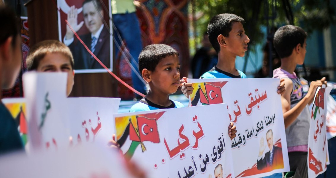 GAZA CITY, GAZA - JULY 16 : Palestinian children hold placards as they gather in front of Al Hulefa mosque in Jabalia Refugee Camp in the north Gaza Strip to react against attempted coup in Turkey, in Gaza City, Gaza on July 16, 2016.  ( Mohammed Talatene - Anadolu Agency )