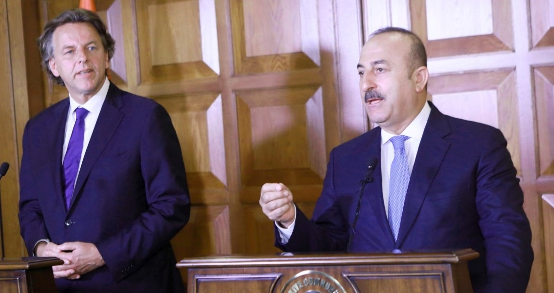 Turkey's Foreign Minister Mevlut Cavusoglu (R) and Netherlands Foreign Minister Bert Koenders speak during a joint press conference at the Foreign Ministry's residence in Ankara on August 29, 2016.  Turkey on August 29 said it would continue targeting a Syrian Kurdish militia in Syria if it failed to fulfil promises to retreat east of the Euphrates River, accusing the group of ethnic cleansing. / AFP PHOTO / ADEM ALTAN