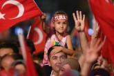 """Bursa'da Fetullahçı Terör Örgütü'nün (FETÖ) darbe girişimine tepki gösteren vatandaşların """"demokrasi nöbeti"""" devam ediyor. 15 Temmuz Demokrasi Meydanı'nda toplanan vatandaşlar, FETÖ'nün darbe girişimine tepki gösterdi. ( Ali Atmaca - Anadolu Ajansı )"""