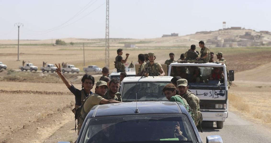 Suriye'de Halep ilinin kuzeyinde devam eden Fırat Kalkanı Harekatı'nda Türk Silahlı Kuvvetlerinin (TSK) desteğiyle ilerleyen Özgür Suriye Ordusu, operasyonlarına devam ediyor. ( Emin Sansar - Anadolu Ajansı )