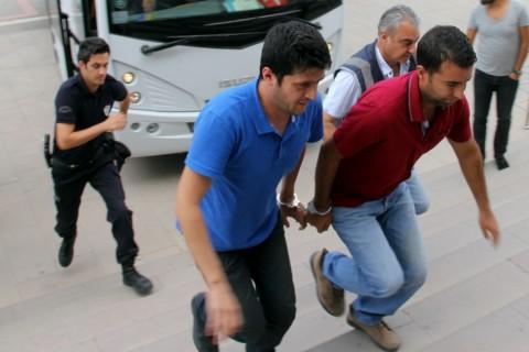 Edirne'de, Fetullahçı Terör Örgütü'nün (FETÖ) darbe girişimine ilişkin soruşturma kapsamında düzenlenen operasyonda gözaltına alınan 11 polis adliyeye getirildi. ( Cihan Demirci - Anadolu Ajansı )