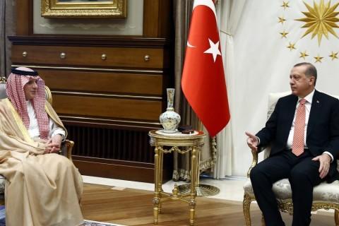 Cumhurbaşkanı Recep Tayyip Erdoğan, Cumhurbaşkanlığı Külliyesi'nde Suudi Arabistan Dışişleri Bakanı Adil el-Cübeyr'i kabul etti. ( Cumhurbaşkanlığı/Yasin Bülbül - Anadolu Ajansı )