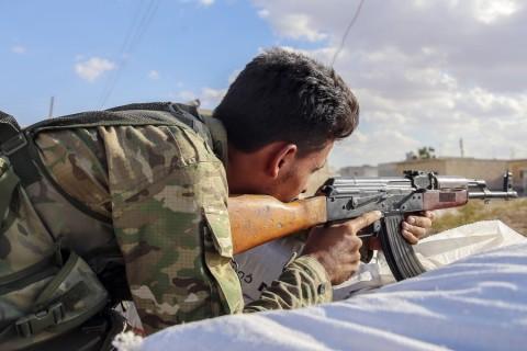 Fırat Kalkanı Harekatı'nda özgürleşen ilk yerleşim yeri olan Suriye'nin Cerablus ilçesinde, her geçen gün nüfusun artmasıyla güvenlik önlemleri de artırıldı. ( Emin Sansar - Anadolu Ajansı )