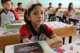 """Şanlıurfa'da 2016-2017 eğitim-öğretim yılı düzenlenen törenle başladı. Karaköprü Ali Baba İlkokulu'nda yapılan törenin sonrasında öğrencilere """"15 Temmuz Demokrasi Zaferi ve Şehitleri"""" konulu ders işlendi.  ( Mehmet Fatih Aslan - Anadolu Ajansı )"""