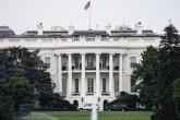 ABD'nin Dallas kentinde yapılan gösteri esnasında 5 polisin öldürülmesinin ardından ülke genelinde bayraklar yarıya indirildi. ABD Başkanı Barack Obama'nın, ülke genelinde bayrakların yarıya indirilmesi kararının ardından Washington'daki Beyaz Saray'da da bayraklar yarıya indirildi. ( Samuel Corum - Anadolu Ajansı )