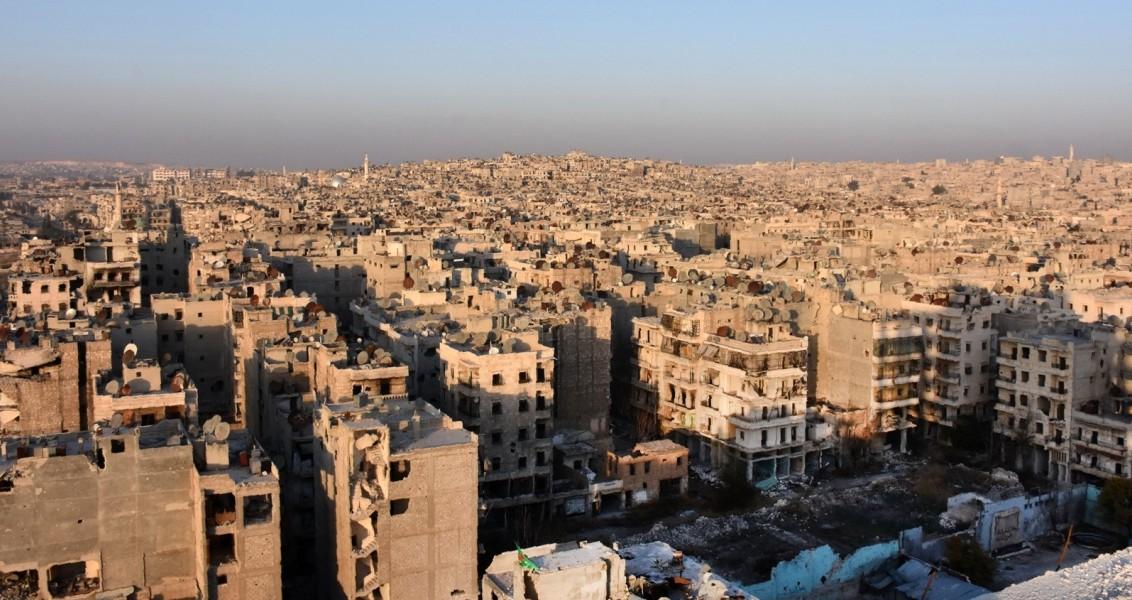 Halep'in Bustan el-Basha semtindeki bir binanın tepesinden Halep'e genel bir bakış , 28 Kasım 2016 / AFP PHOTO / GEORGE OURFALIAN