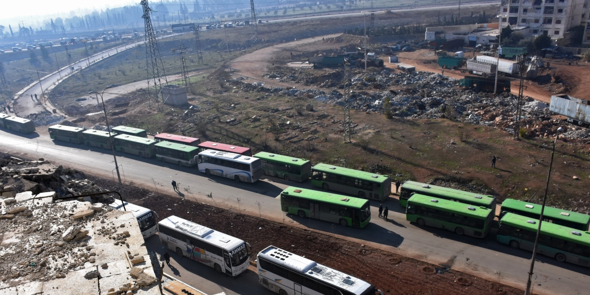 Civilians from the remaining rebel-held pockets of eastern Aleppo are evacuated from the embattled city by bus on December 19, 2016.  The operations resumed with around 5,000 people travelling in 75 buses out of Aleppo, said Ingy Sedky, spokeswoman for the International Committee of the Red Cross.   / AFP PHOTO / George OURFALIAN