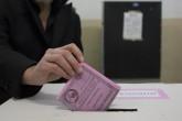 İtalya'da, senatonun yasama yetkisini törpülemeyi öngören anayasa reformuna ilişkin referandumda Napoli'de de vatandaşlar oylarını kullandı.  ( Stringer - Anadolu Ajansı )