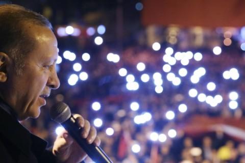 Cumhurbaşkanı Recep Tayyip Erdoğan, İzmir'in Kiraz ilçesinde vatandaşlara hitap etti. ( Cumhurbaşkanlığı / Murat Çetinmühürdar - Anadolu Ajansı )