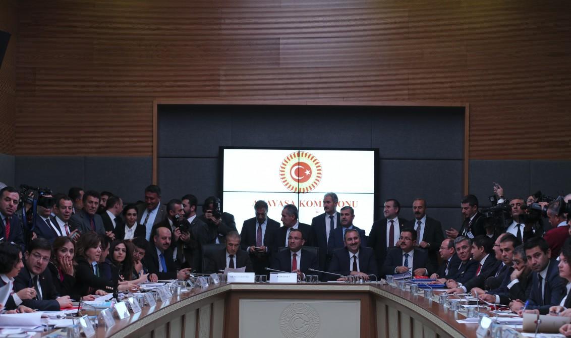 Meclis Anayasa Komisyonu, AK Parti'nin anayasa değişikliği teklifini görüşmek üzere toplandı. ( Abdülhamid Hoşbaş - Anadolu Ajansı )