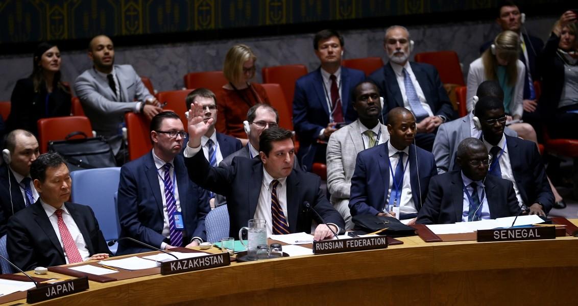 ABD, İngiltere ve Fransa tarafından hazırlanan, İdlib'in Han Şeyhun beldesindeki kimyasal silah saldırısını kınayarak saldırının soruşturulmasını isteyen BM Güvenlik Konseyi karar tasarısını Rusya veto etti. Toplantıya Rusya'nın BM Daimi Temsilci Yardımcısı Vladimir Safronkov da katıldı. ( Volkan Furuncu - Anadolu Ajansı )