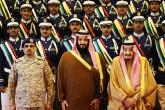 Muhammed bin Selman bin Abdülaziz el-Suud (ortada), Suudi Arabistan veliaht prensi, savunma bakanı ve Kral Selman'ın oğlu. Muhammed ayrıca Suud Kraliyet Mahkemesi başkanı ve Ekonomik İşler ve Kalkınma Konseyi başkanıdır. Babası Kral Selman'ın (sağda) tahtının arkasındaki güç olarak tanımlanmıştır.
