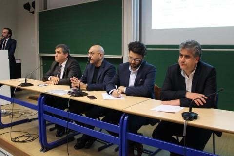 SETA Avrupa Araştırmaları Direktörü Enes Bayraklı ve SETA Strateji Araştırmalar Direktörü Hasan Basri Yalçın'ın konuşmacı olduğu panelin moderatörlüğünü UETD Genel Başkan Yardımcısı Serkan Sezen üstlendi.