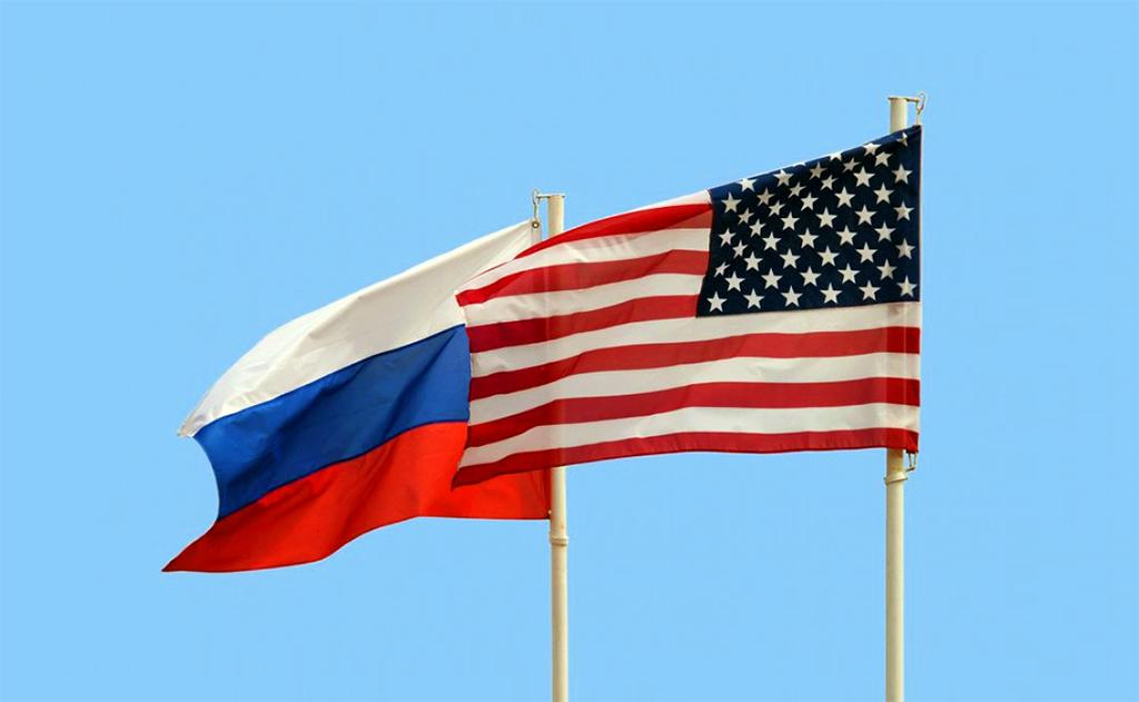 ABD ve Rusya Bayrakları